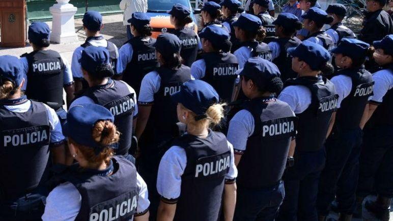 Mujeres policías luchan por eliminar el machismo y la violencia de la institución