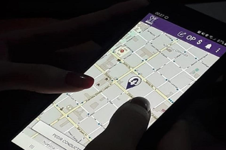 Multan nuevamente a una conductora por usar barbijo violeta de She Taxi